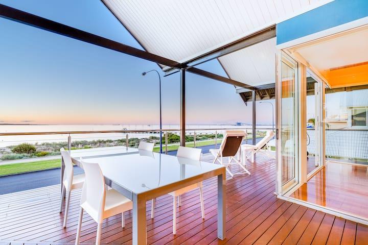 Bluehaven Beach Retreat - Beachfront Luxury