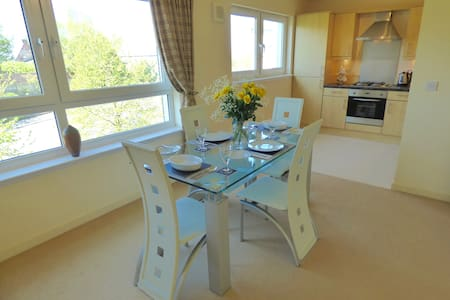 2 Bedroom Apartment Ideal for Couples & Families - Cambuslang