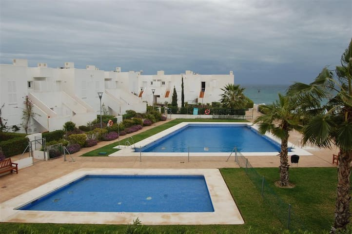 Mojacar Playa Beautiful 3 bed townhouse frontline. - Mojácar - Byhus