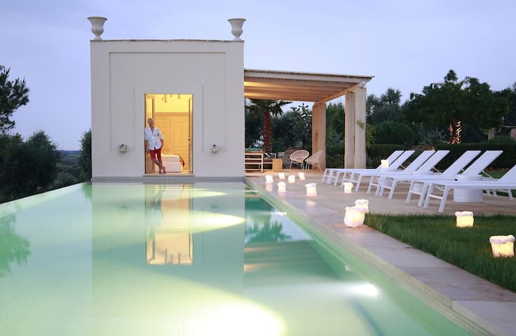 Pool, deck and bedroom 5