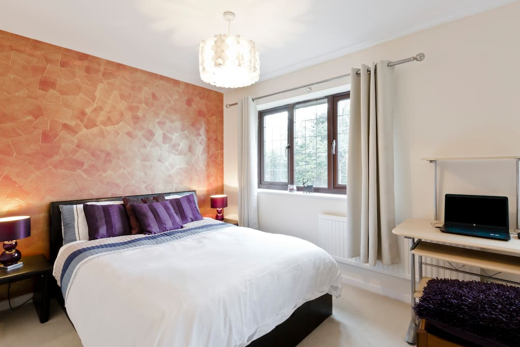 Spacious double bedroom in a very silent area