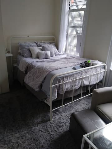 Prime Location! The Mid/Upper East side Grey Room