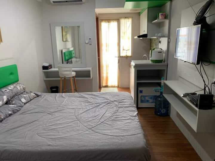 Comfort Room @Green Lake View Apartment Ciputat