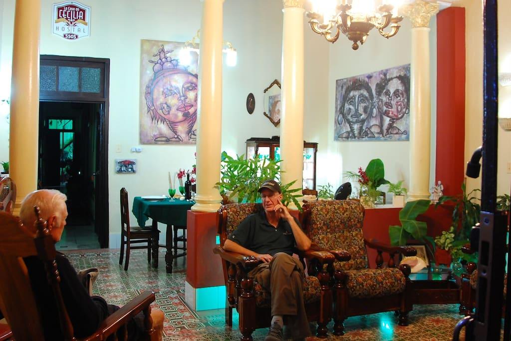 In our house the guests enjoy the Cubanness, they feel like in their own home./En nuestra casa los huéspedes disfrutan de la cubanía, se sienten como en su porpio hogar.