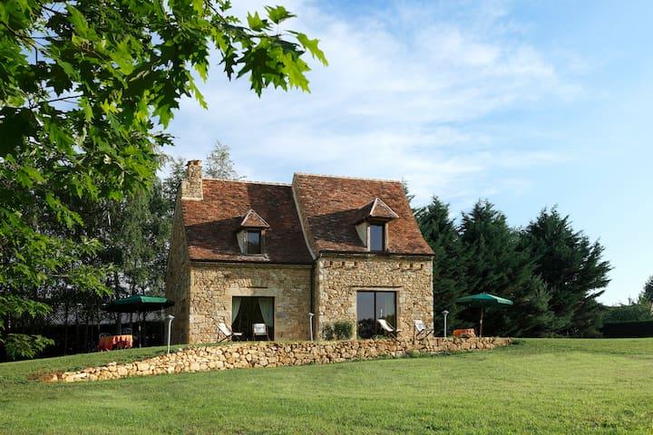 PROCHE SARLAT GITE DE CHARME 2 PERS AVEC PISCINE - Saint-Crépin-et-Carlucet - House