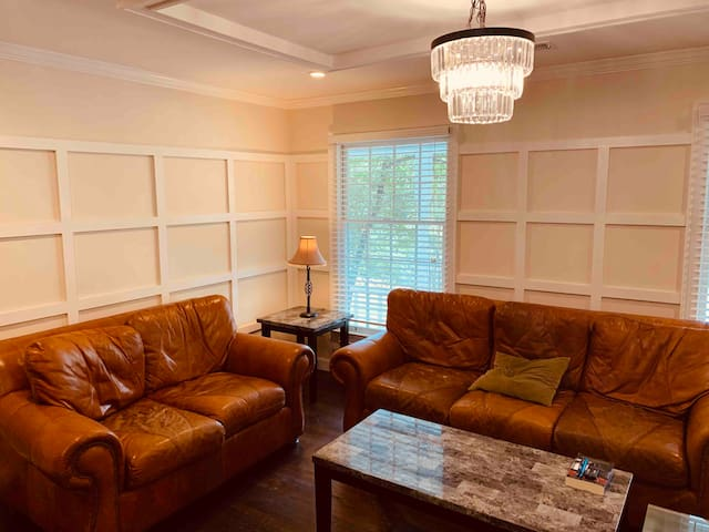 Amazing room in the heart of Sandy Springs!