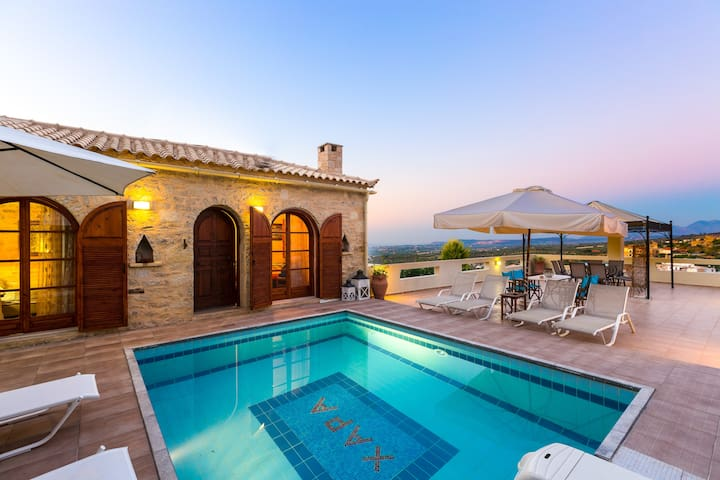 Stone Villa with Pool and Garden! - Rethymno