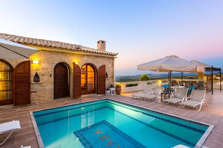 Stone Villa with Pool and Garden! - Rethymno - Dom