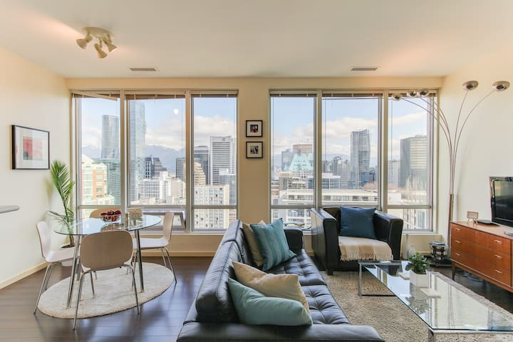 2 Bedroom Spectacular Views DT Van.