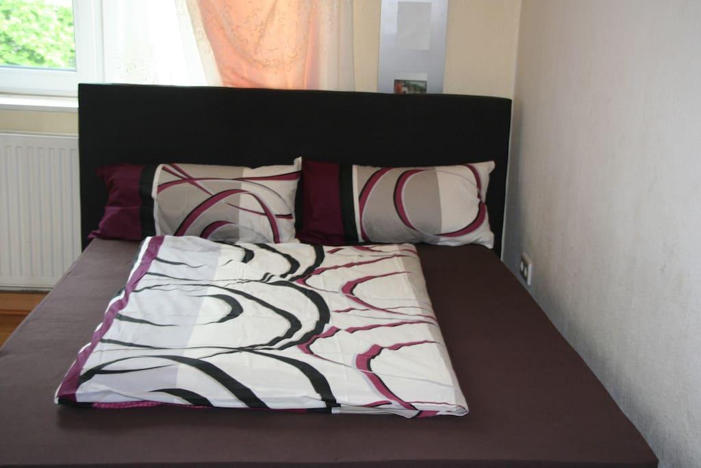 Bett 140 x 200 für  oder 2 Personen