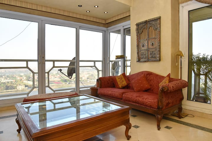 Beautiful 3 Bdrm Apt on River Nile w/ Pyramid view