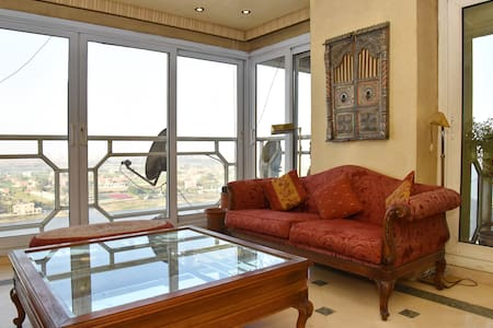 Beautiful 3 Bdrm Apt on River Nile w/ Pyramid view - Apartemen