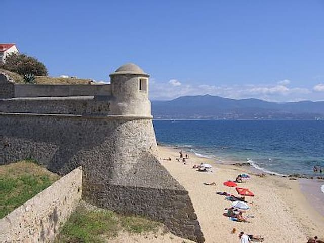 Ajaccio Centre historique plage à 1 mn à pied - Ajaccio - Apartamento