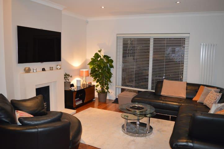 Modern 4 bedroom maisonette in North London