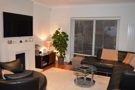 Modern 4 bedroom maisonette in North London