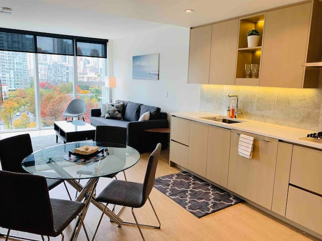 Luxurious Cozy Stay in Downtown Vancouver!