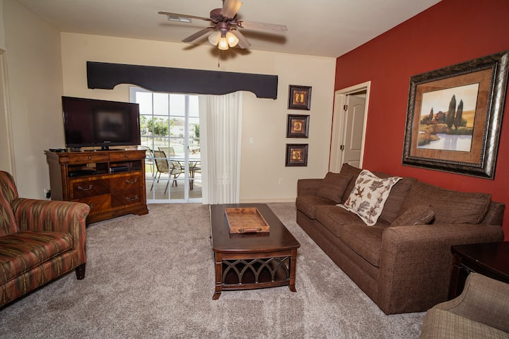3 King Bed, 3 BA Golf Condo *Ground Level*Pool View*