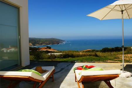 S.Martinho Villa overlooking the Atlantic (4pp) - São Martinho do Porto - Ev