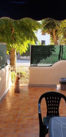 studio rez de jardin avec terrasse ensoleillée