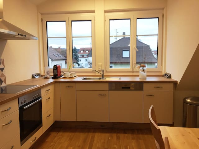 Freshly renovated apartment for 8P - Lörrach - Apartemen