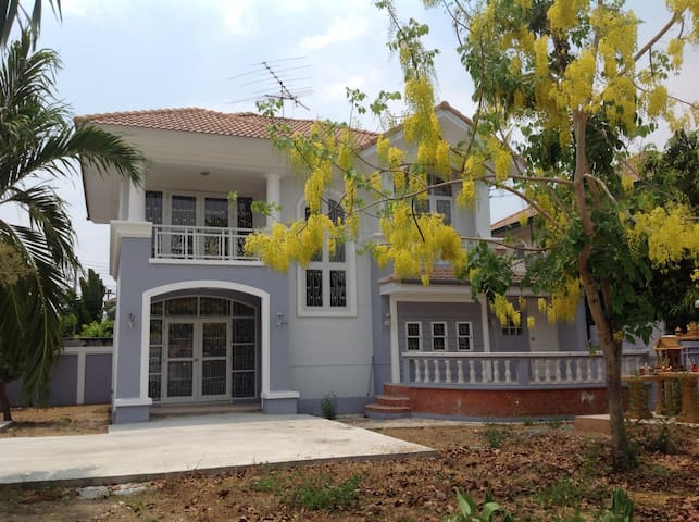 A two story single-family home - Rangsit - Haus