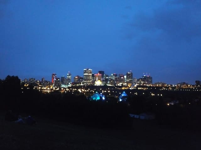 Central and River Valley Location - Edmonton - Hus