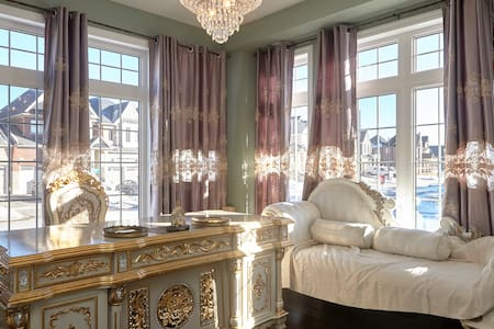 Large Gorgeous Rococo room - King City - Ev