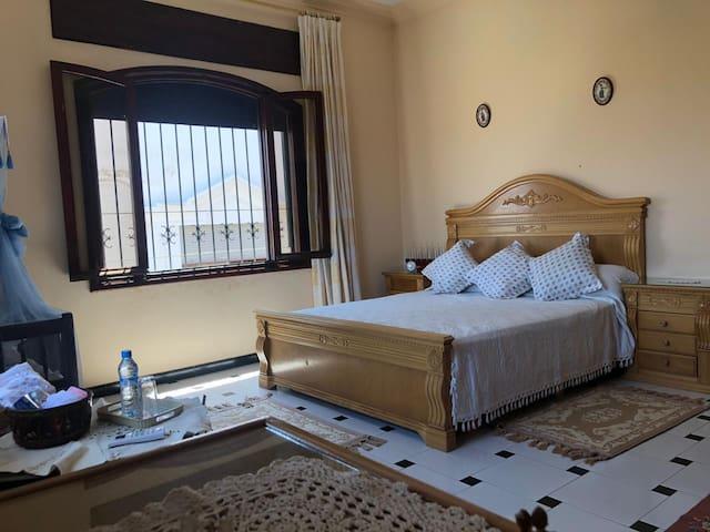 Appartement spacieux,propre,ensoleillé dans Villa
