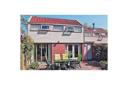 Holiday cottage with 3 bedrooms on 83m² in Warmenhuizen