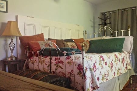 Private Room in Hip Historic Home - Uptown - Saint John - Maison