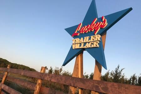 Lucky's Trailer Village Trailer No,1 - 館山市