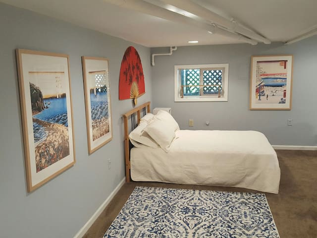 Cozy Basement Suite: prvt entry/parking/by metro