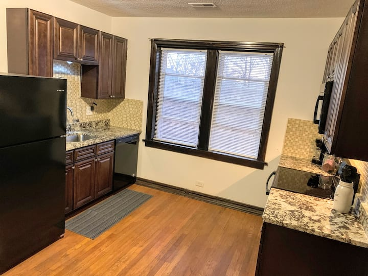 ✦Upstairs Apt✦New Kitchen✦Walk to Park✦W/D✦