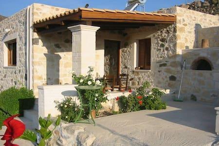 Steinhaus im 'wilden' Süden Kretas - Koutsouras - House