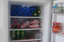 拥有装满酒水饮料的冰箱才是夏天啊