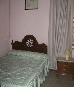 Lovely room with full use of house - La Palma del Condado - Rumah