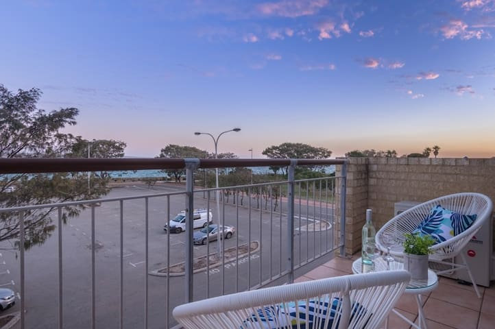 Ocean views from balcony, pool, Rottnest ferry!
