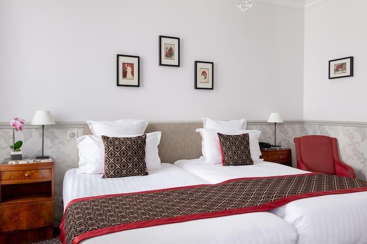 Hotel Bradford Elysees**** Twin - FREE Breakfast