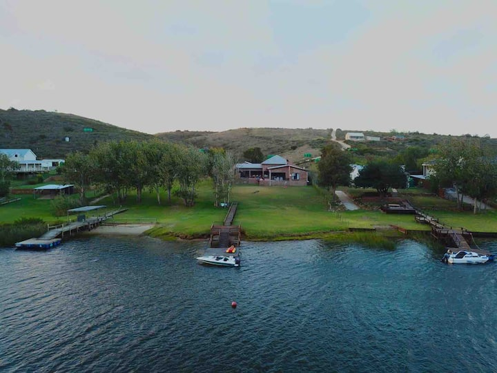 Spacious Holiday Home on the Breede River, Malgas