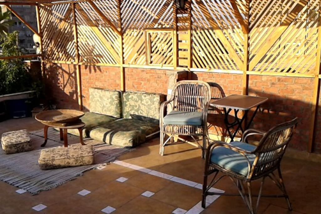 Roof-garden with morning Sun and comfortable seats!