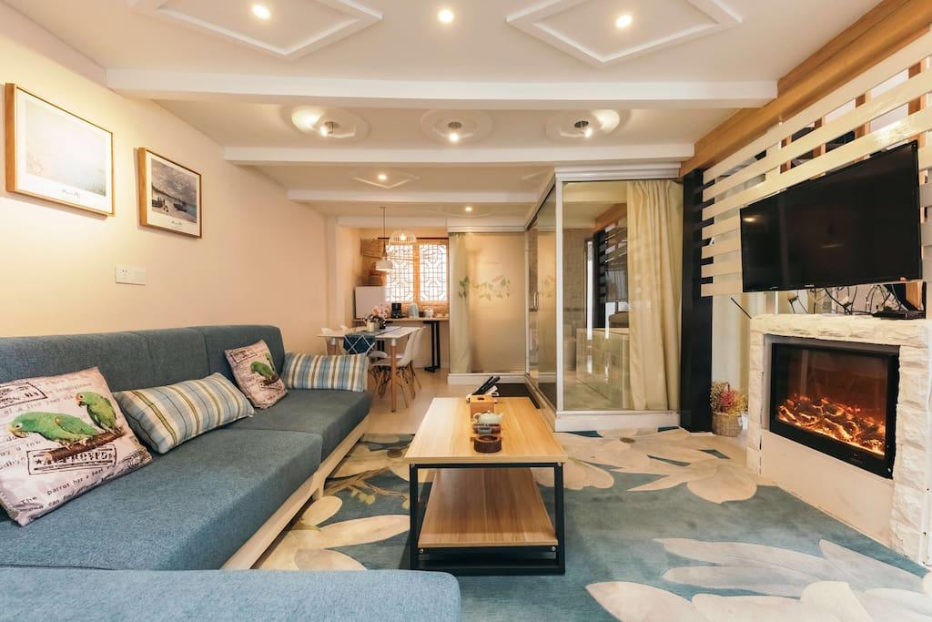 北欧豪华露台复式套房201,楼层二层,55㎡,全羊毛地毯,壁炉、微波炉、咖啡机、有线电视,双人大床房,双人按摩浴缸,无线冲浪