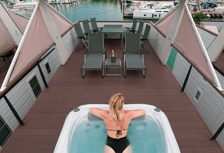NEW★Floating House KING★Jacuzzi★Free Parking