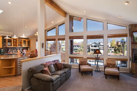 Waterfront Luxury 4bedrm Ski Home - South Lake Tahoe - House