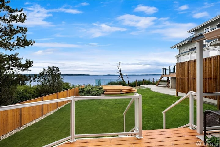 Eagle Cliff Cottage w/ dramatic views on Camano
