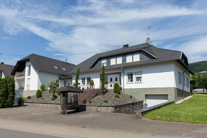 Modern Apartment in Mosel with Garden