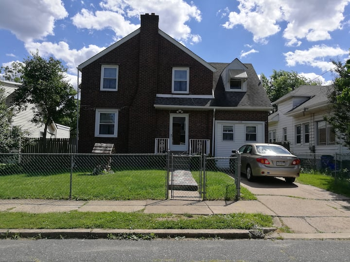 Furnished Room2 in NE Philly –Free parking, WiFi..