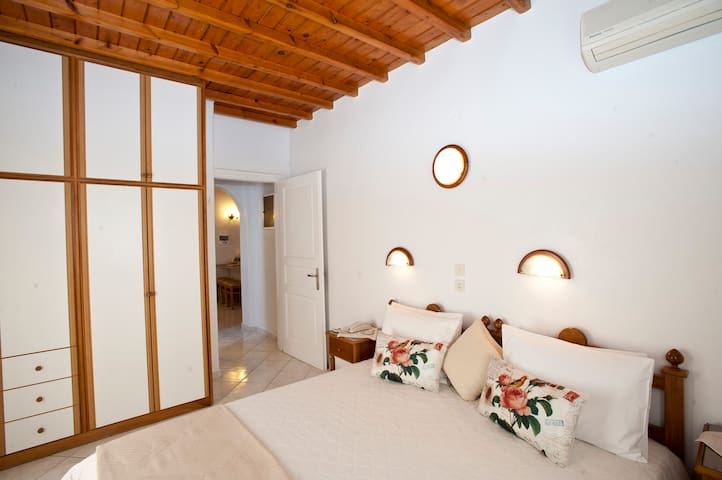 Apartment 40sm, 100metres from Ornos Beach Mykonos - Ornos
