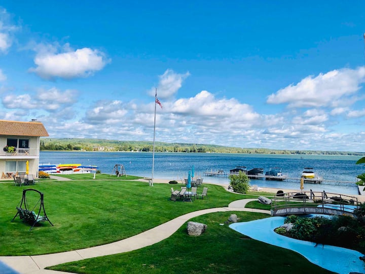 Crooked Lake Waterfront Condo (Sleeps 4)