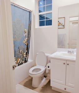 Quiet and Private room with private Bathroom