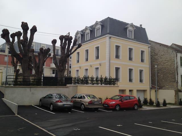 Appt 3 pièces de standing - terrasse+ parkings